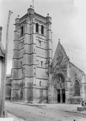 Eglise - Clocher et façade