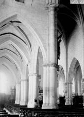 Eglise - Bas-côté et nef