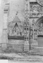 Eglise Saint-Pierre - Statues du portail, à gauche