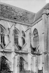Ancienne abbaye - Eglise, partie de la façade latérale