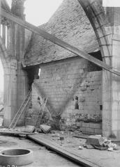 Ancienne abbaye - Eglise, détail d'un arc-boutant