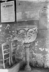 Ancien prieuré et remparts - Eglise, bénitier