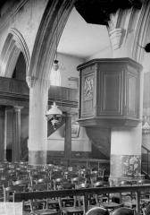 Ancien prieuré et remparts - Eglise, chaire
