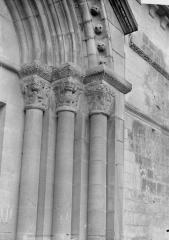 Ancienne église abbatiale, actuellement église paroissiale - Eglise, portail, chapiteaux
