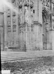 Ancienne abbaye - Eglise, ébrasement du portail central