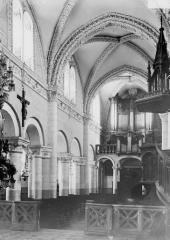 Abbaye - Eglise, nef, vue du choeur