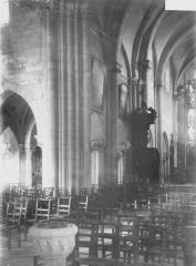 Eglise dans son ensemble - Portail