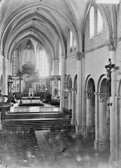 Cathédrale et cloître - Nef, vue de l'entrée