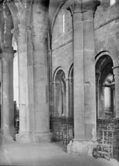 Cathédrale et cloître - Bas-côté et nef
