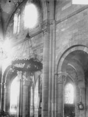Cathédrale et cloître - Colonne et chapiteau