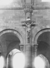 Cathédrale et cloître - Colonnes et chapiteaux de la travée du Crucifix
