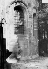 Petite église attenant à la cathédrale (Eglise Notre-Dame) - Abside, fenêtre