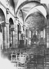 Petite église attenant à la cathédrale (Eglise Notre-Dame) - Nef, vue de l'entrée