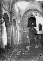 Petite église attenant à la cathédrale (Eglise Notre-Dame) - Nef, vue du choeur