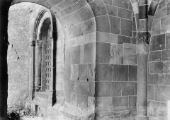 Petite église attenant à la cathédrale (Eglise Notre-Dame) - Fenêtre