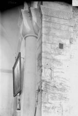 Eglise - Colonne et chapiteau