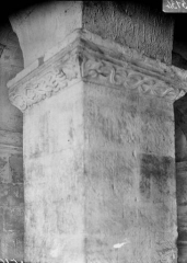 Eglise - Crypte, chapiteau d'un pilier