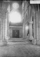 Eglise Saint-Julien et Saint-Jean-Baptiste - Nef, vue du choeur