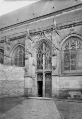 Eglise Saint-Martin - Portail et fenêtre latérale