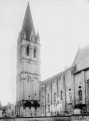Eglise abbatiale Saint-Pierre-Saint-Paul - Nef et clocher