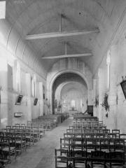 Eglise paroissiale Saint-Pierre - Nef, vue de l'entrée