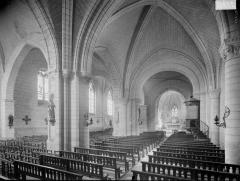 Eglise paroissiale Saint-Epain - Nef et bas-côté nord, vue de l'entrée