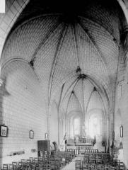 Eglise paroissiale Saint-Hilaire - Nef, vue de l'entrée