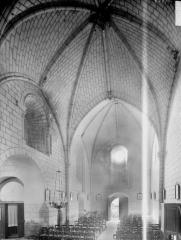Eglise paroissiale Saint-Hilaire - Nef, vue du choeur