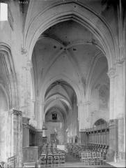 Collégiale Saint-Martin - Nef, vue du choeur