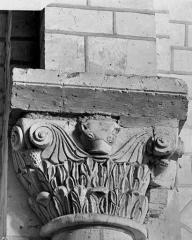 Ancienne collégiale Saint-Ours - Chapiteau de la nef