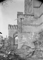 Ancienne cathédrale (église Notre-Dame) et ses annexes - Porche, mur latéral, au sud