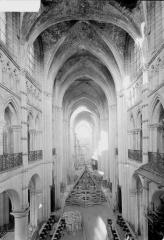 Ancienne cathédrale (église Notre-Dame) et ses annexes - Nef, vue de la galerie du choeur