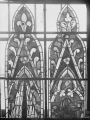 Cathédrale Notre-Dame - Vitraux de la fenêtre axiale du choeur, écoinçons de la première et deuxième lancette