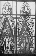Cathédrale Notre-Dame - Vitraux de la fenêtre axiale du choeur, écoinçons de la troisième et quatrième lancette