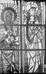 Cathédrale Notre-Dame - Vitraux de la fenêtre axiale du choeur, figures supérieures de la première et troisième lancette