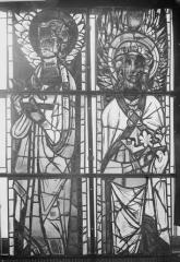 Cathédrale Notre-Dame - Vitraux de la fenêtre axiale du choeur, figures supérieures de la deuxième et quatrième lancette
