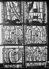 Cathédrale Notre-Dame - Vitraux de la fenêtre axiale du choeur, figures inférieures de la première et deuxième lancette