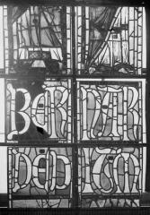 Cathédrale Notre-Dame - Vitraux de la fenêtre axiale du choeur, figures inférieures de la troisième et quatrième lancette