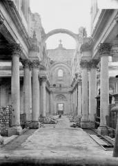 Cathédrale Notre-Dame et Saint-Vaast - Nef, vue du choeur