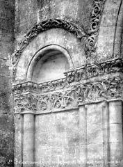 Eglise de Châtres - Portail de la façade ouest : arcature nord