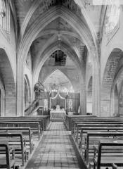Eglise Saint-Jacques - Nef, vue de l'entrée