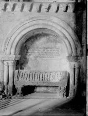Ancienne abbaye Saint-Pierre - Eglise, tombeau
