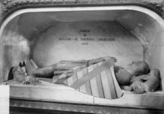 Eglise Sainte-Croix - Tombeau et gisant de Guillaume VII