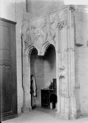 Eglise Saint-Laon - Enfeu de la sacristie, ancien tombeau de Marguerite d'Ecosse, première femme de Louis XI