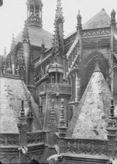 Eglise Saint-Jacques - Tourelle d'escalier et abside