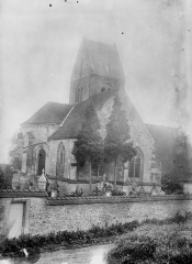 Eglise - Abside et clocher, au nord