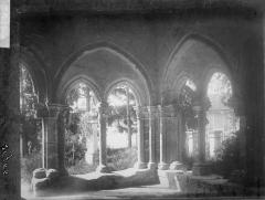 Eglise - Porche, intérieur