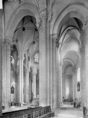Ancienne abbaye Saint-Pierre - Eglise, choeur et déambulatoire, vue diagonale