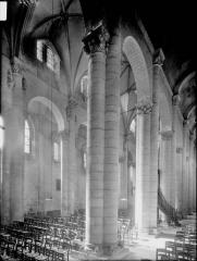 Ancienne abbaye Saint-Pierre - Eglise, bas-côté et nef