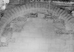 Ancienne abbaye Saint-Pierre - Eglise, bas-côté nord, fragments carolingiens réemployés